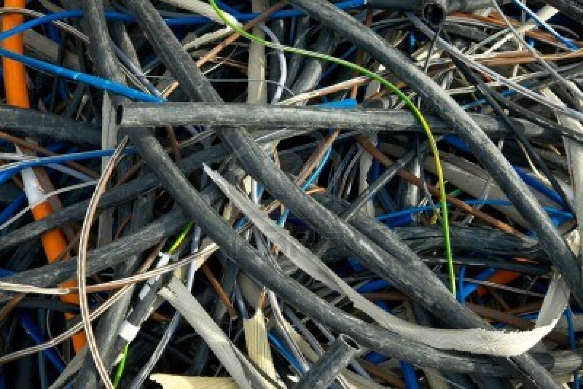 7838560-a-messy-pile-of-used-cables.jpg