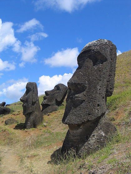 Moai_Rano_raraku.jpg