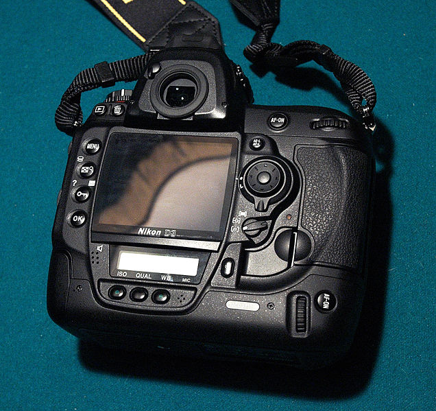 636px-Nikon_d3_1.jpg